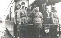 Registro da presença de Getúlio Vargas em Ponta Grossa, quando da sua vitória na Revolução de 1930. Símbolo da modernidade, o vagão do trem serviu como abrigo aos militares revolucionários no episódio que pôs fim a chamada República Velha.