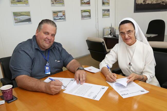Prefeitura e Faculdade Sagrada Família assinam convênio de desconto para servidores municipais