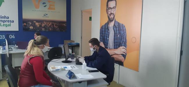 Sala do Empreendedor inicia entrega do Cartão Comida Boa para MEIs