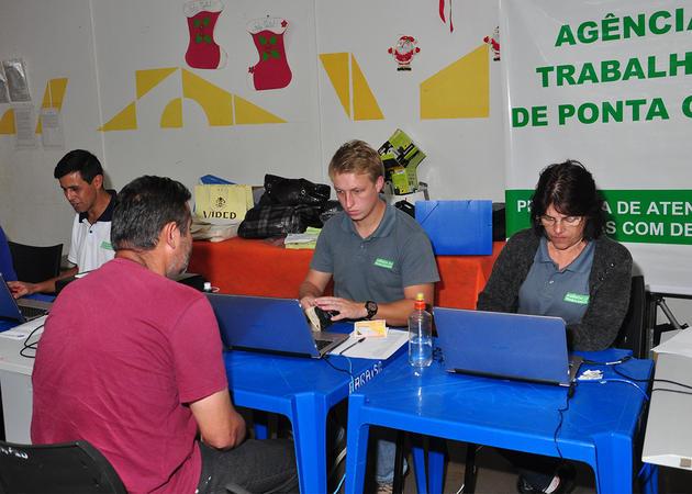 Projeto Agência nos Bairros completa um mês com mais de 700 atendimentos
